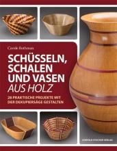 Schüsseln, Schalen und Vasen aus Holz.